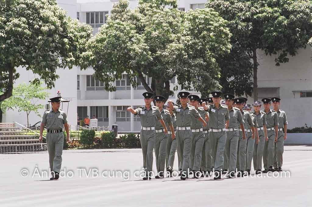 Miêu Kiều Vỹ làm thầy của Ngô Trác Hy, Trần Kiện Phong trong phim Cảnh sát
