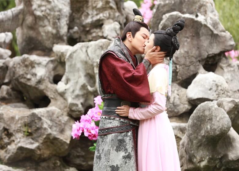 """Tiêu Chính Nam và Lưu Tâm Du – """"say nắng"""" trên phim trường Hoành Điếm"""