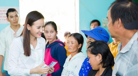 Hoa hậu Khánh Ngân bàng hoàng trước nỗi đau, cảnh tan hoang ở Phú Yên
