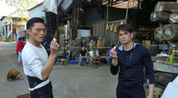 Ngũ Doãn Long và Dương Minh biểu diễn tung hứng trên trường quay phim Huynh Đệ
