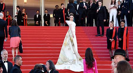Lý Nhã Kỳ mang hình ảnh Vịnh Hạ Long đến Cannes 2018