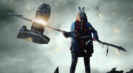 """Em bé áo đỏ bị ma ám trong """"The Conjuring 2"""" tái xuất trong """"Đại chiến gã khổng lồ"""""""