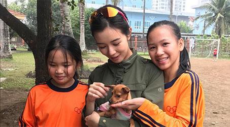 [Hình ảnh] Hoa Hậu Hong Kong 2015 Mạch Minh Thi thăm Làng trẻ em SOS Hải Phòng