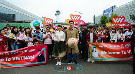Hình ảnh hai diễn viên TVB Đàm Tuấn Ngạn và Thái Tư Bối tại sân bay Tân Sơn Nhất