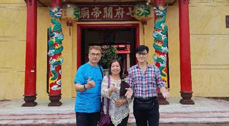 Diễn viên Cố Quán Trung, Lý Khắc Miễn viếng chùa mừng lễ Phật đản
